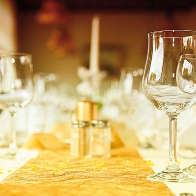 Festlich geschmückter Tisch