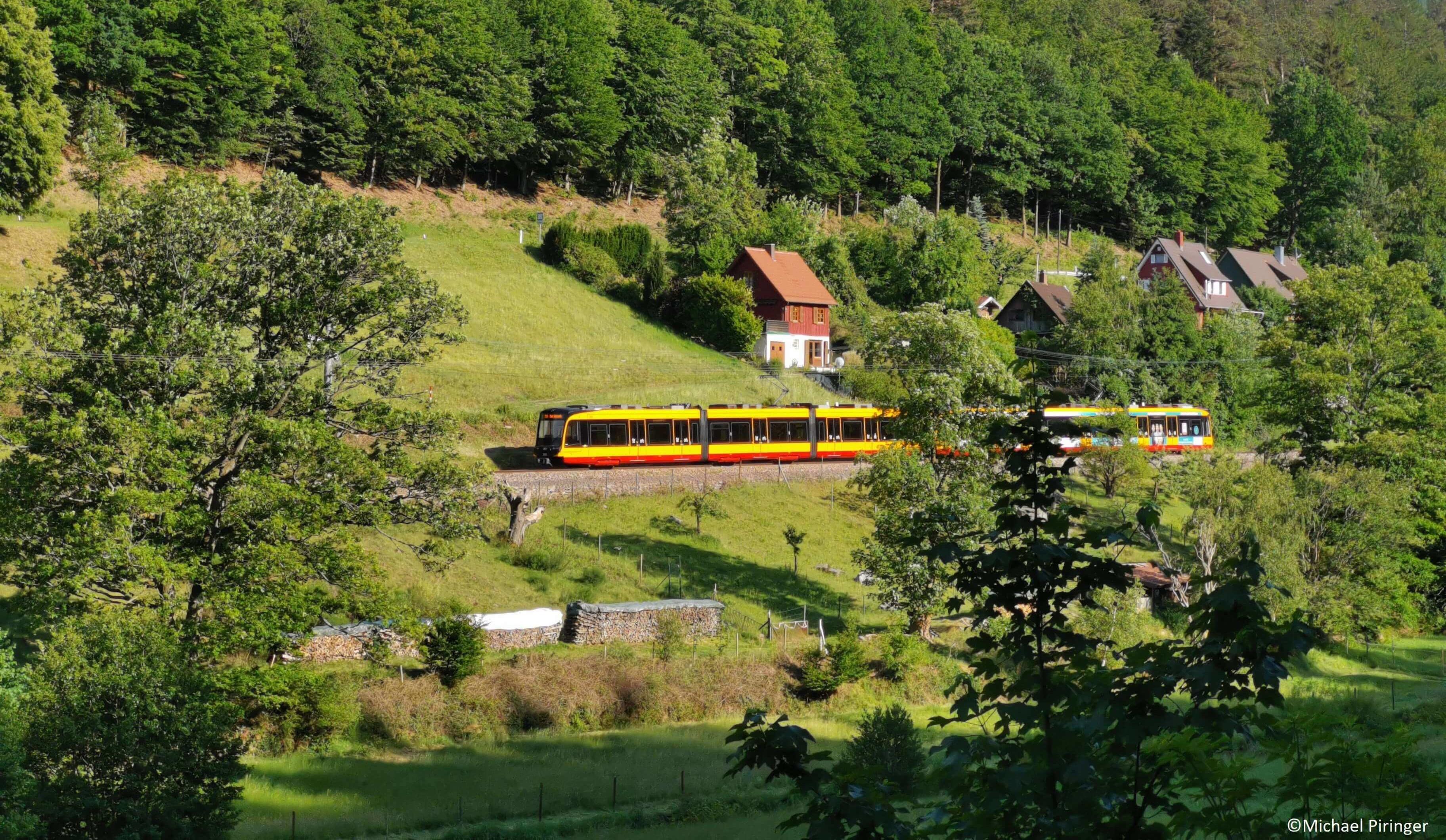 Die Albtalbahn unterwegs im idyllischen Albtal
